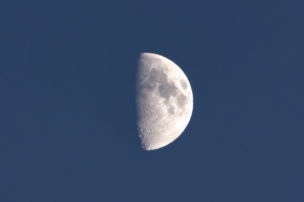 Moon seen from Vancouver
